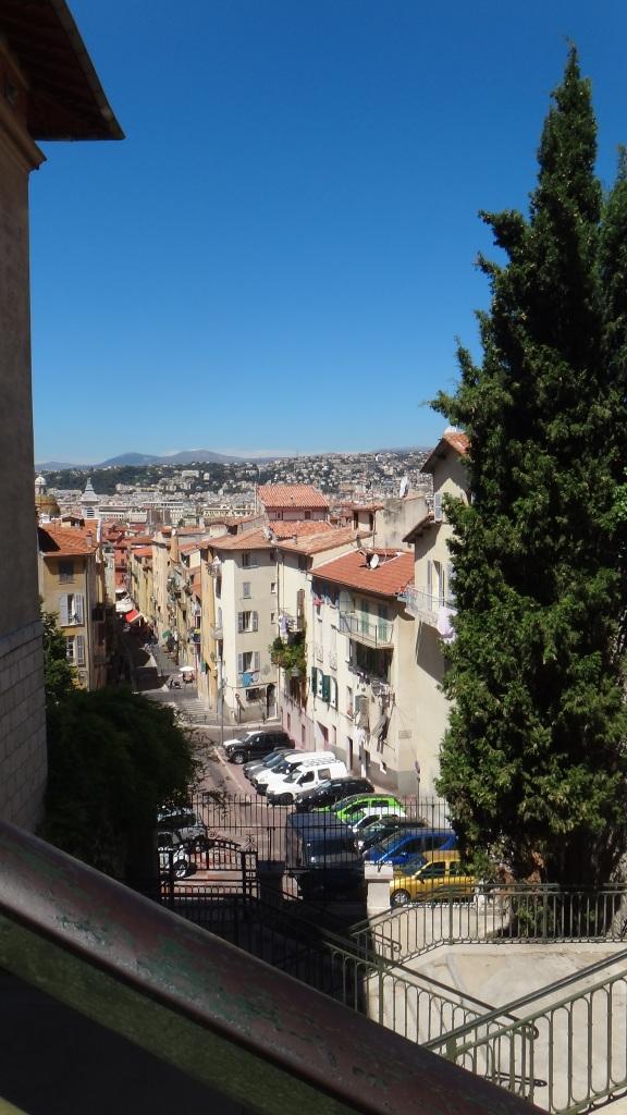 Utsikten vid trappan till Slottskullen, Rue Rosetti.