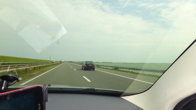 A7/E22 uppe på Afsluitdijk.